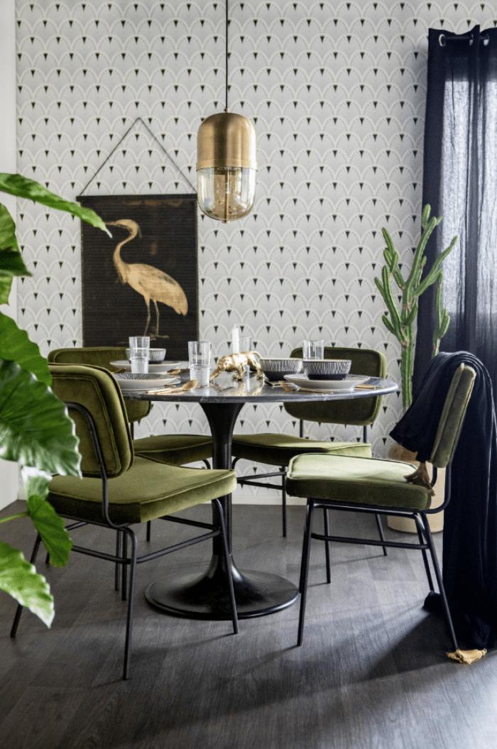 Groene stoelen eetkamer - industrieel interieur