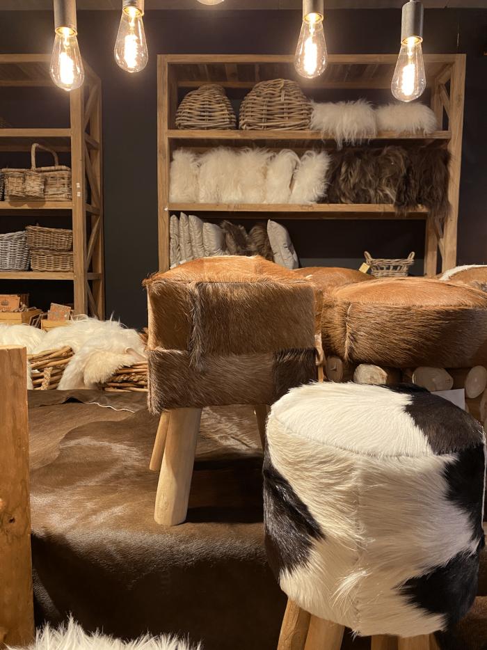 Koeienhuiden en schapenvellen - beklede krukken Waasmunster